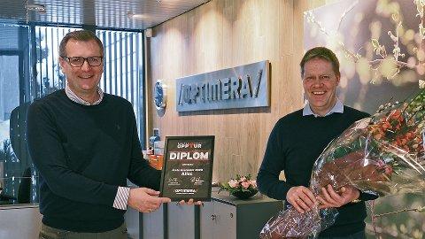 BLE SATT PRIS PÅ:  Pål Erichsen (til venstre) i Optimera kunne overrekke prisen for årets leverandør til Alloc og salgsdirektør Jan Lien.