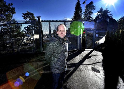 KUMMERLIG: Ordfører i Sarpsborg, Sindre Martinsen-Evje kaller forholdene på Ravneberget for uholdbare, og hadde håpet på en utvidelse av fengselet. Da må i tilfelle Stortinget gjøre en omprioritering av regjeringens forslag til kapasitetsutvidelser ved norske fengsler