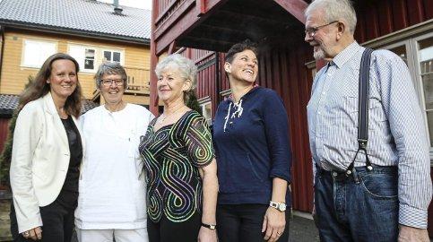 Ned 110 kilo: Den gjengen har tatt av imponerende 110 kilo. Fra høyre Kolbjørn Kinnerød, Ranveig Erøy, Åse Halsnes og Ellen Hermansen. Adm.dir. Heidi Ø. Solvang (t.v.) har overvåket det hele.