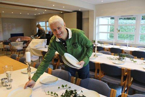 TAKKNEMLIG: Adventkirkens Yngvar Børresen sier Åpen julaften-arrangementet får fram det beste både i takknemlige gjester og rause frivillige.