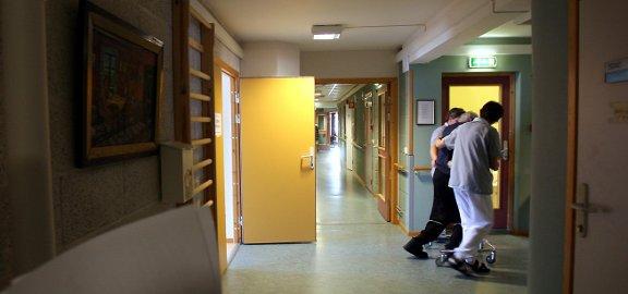 ILLUSTRASJON: I 2001 ansatte Moss kommune en helsepleier utdannet fra Sverige. Vedkommende søkte aldri om autorisasjon til å jobbe i Norge, før i år.