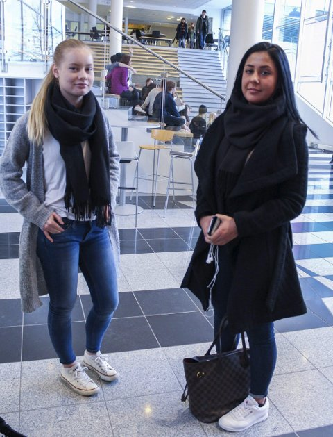 Sa fra: Solveig Eugenie Sirén (18) og Nazli Kerbelai (21) kjenner ikke 18-åringen personlig, men har nå klaget på selskapet,