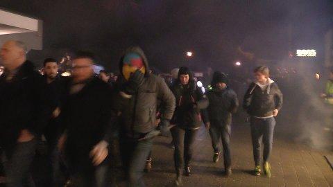 KAOS: Flere tusen mennesker strømmet fredag morgen inn på Norwegian Outlet for å gjøre kupp.