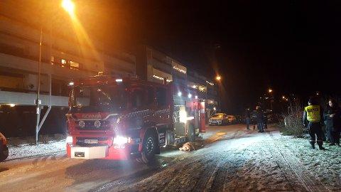 OMKOM: En person er bekreftet omkommet etter en brann i en leilighet i Plogsvingen på Kolbotn natt til søndag.