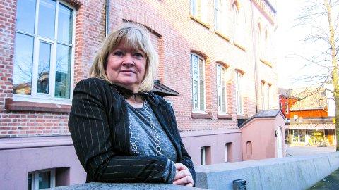 KORONA: Det pågående koronautbruddet på de videregående skolene i Moss har bidratt til at Sissel Rundblad (H) nå spør om lærere kan få høyere prioritet i vaksinekøen.