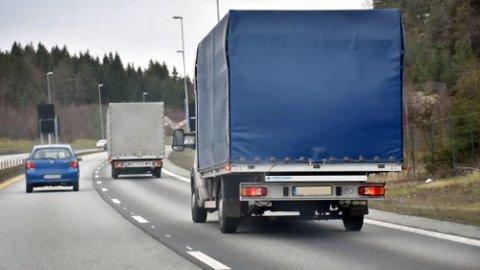 Slike varebiler er et stadig vanligere syn på norske veier. Sjåførene er ikke underlagt kjøre- og hviletid.
