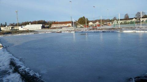 KLAR: Skøytebanen på Halmstad er klar for bruk.