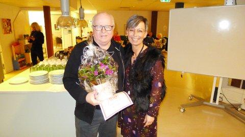 BLE TAKKET: Trond Nilsen og ordfører Hanne Tollerud.
