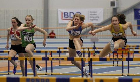 BLE NUMMER 3: Hedda Hauge (i midten) var fornøyd med bronse på 60 meter hekk under første dag av junior NM.