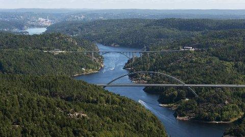Brobygger: I et stille hjørne i en lite stabil verde; Norden. Bildet viser grenseområdet Svinesund.