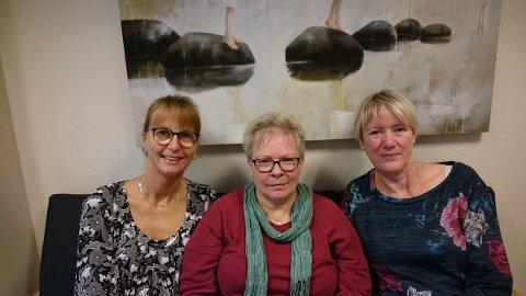 STUNT: - Vi vil dele ut «demenspiller» til pendlerne, sier (f.v.) Tove Nordlie, Anne-Pernille Rudi og Brit Elden.