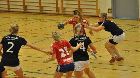 HK Rygges kvinner kjempet tappert, men måtte se seg slått av det rutinerte Gamle Oslo-laget.