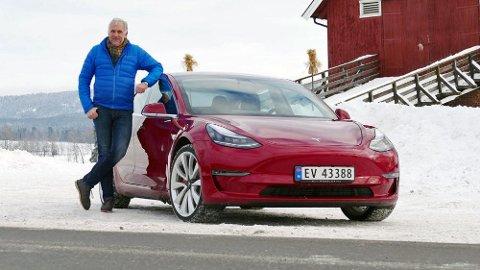 Broom-Benny er en av de aller første som har fått kjøre nye Tesla Model 3 i Norge.