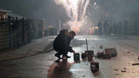 FARLIG: Under årets nyttårsfeiring ble 16 personer i Norge skadet av fyrverkeri. Tryg Forsikring ønsker et totalforbud mot at private personer får gjøre dette selv.