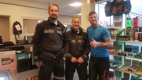 Politibetjenter fra Moss politistasjon sammen med eier av Toppform, Ketil Hegdalsaunet.