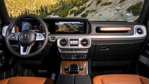 Mercedes G-Klasse har forlengst blitt en legende. Nå er det kjent at den også kommer i elektrisk utgave. Mens designet utvendig på dagens modell har mye til felles med den originale G-Klassen, har det skjedd mye innvendig.