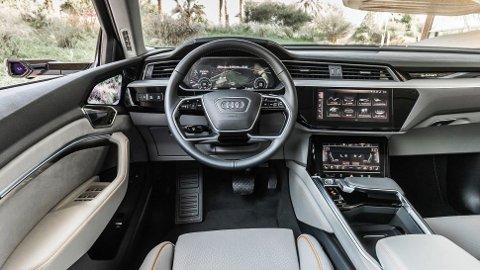 Den elektriske SUV-en Audi e-tron troner helt på toppen av registreringsstatistikken for nye biler i Norge i oktober. Det er ingen liten prestasjon for en så kostbar bil!