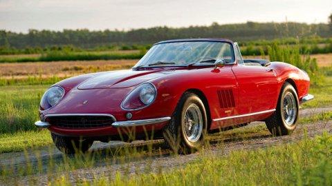 Ferrari 275 GTB Spider. Den dyreste gate-registerte bilen som er solgt på auksjon. Foto fra: rmsothebys.com