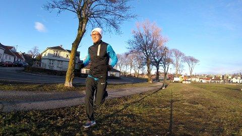 LETTBEINT: Håkon Haug Urdal er daglig ute på løpeturer i mossedistriktet. Her er han fotografert ved Sjøbadet for et par år siden.