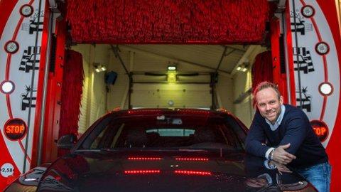 Det er lurt å velge et program som tilbyr både avfetting og polering, sier bilvaskekspert Anders Hagen i Circle K Norge.