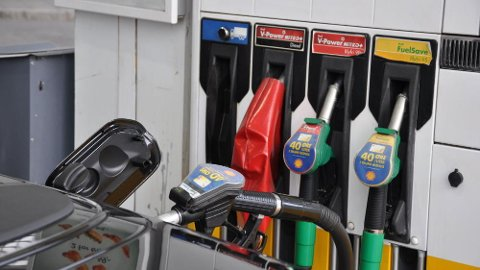 Det kan bli mindre travelt rundt dieselpumpene på norske bensinstasjoner hvis dagens utvikling fortsetter.
