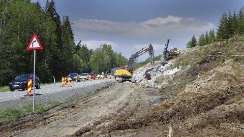 Omfattende: Det jobbes med Fylkesvei 120, og ordfører Kaabbel gleder seg på vegne av innbyggerne i Våler.