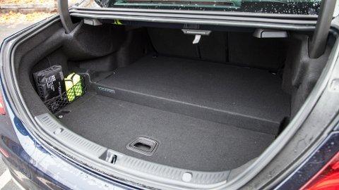 Her ser du innhugget i bagasjerommet på forgjengeren E350e.