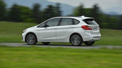 FÅ KONKURRENTER: BMWs ladbare 2-serie får en oppgradering, med større batteripakke og lenger rekkevidde.