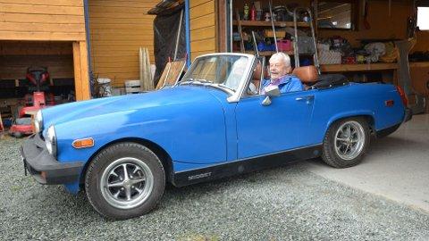 """I """"nybygd"""" MG Midget 1977-modell er Thorild og Arnljot Oskar Noem klare for tur!"""