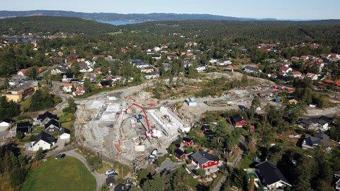 BOLIG: På Skoglundkollen i Son planlegges 90 nye boliger, forrige mandag begynte byggingen av de første.