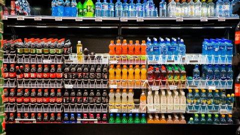 I en ny studie har forskerne fulgt hele 451,743 menn og kvinner fra 10 land i Europa, Norge inkludert. I studien slås det fast at drikking av både sukkerholdig brus og de med kunstig søtningsstoff kobles til økt dødsrisiko.