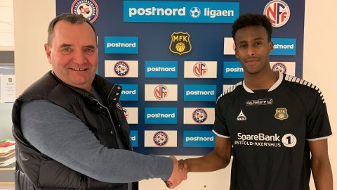 SLUTT: MFK og sportslig leder Rune Jørgensen offentliggjorde at Abdulmajid Kamal Abdulkadir  var klar for klubben 30. januar i fjor. Nå er samarbeidet over etter at 20-åringens kontrakt er terminert.