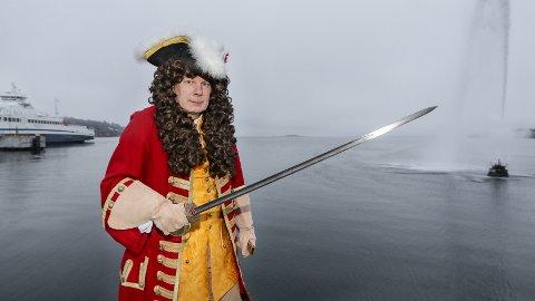 PÅ SJØBADET: – Tordenskjold var avgjørende for Norges frihet i 1716. Han var også i Moss flere ganger, sier hans tipp-grandnevø i femte generasjon, mossingen Lars Wessel Johnsen.
