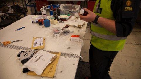 AVSLØRT: Tollerne ved en postsentral på Østlandet avslørte et smuglingsforsøk av fire kilo tørket khat. De varslet politiet som tok mossingen på fersken da han skulle hente pakken i sin egen postkasse.