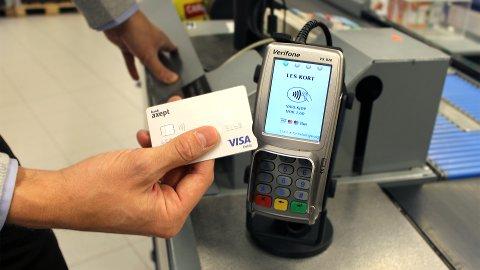 MÅ BEKREFTE: Kortbaserte lojalitetsprogram krever at du må bekrefte beløpet for å gjennomføre kjøpet med kontaktløse betalingsmidler.