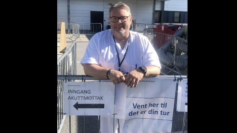 TAR ANSVAR: Roar Johansen har engasjert seg som vakt på Sykehuset Østfold.