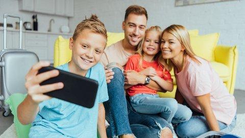 Mange foreldre synes det er vanskelig å holde oversikt over hva barna gjør på nett.