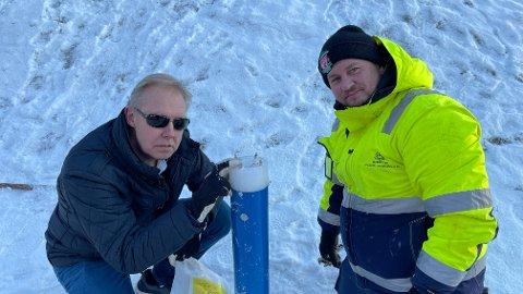 MÅ REPARERES IGJEN: Bengt Hansen (t.v.) og Jens Aksel Flaten-Christiansen i Rebik AS synes det er synd at noen ødelegger oppfinnelsen som skal hindre ulykker.
