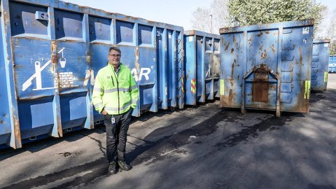 Sektorsjef renovasjon i MOVAR, Freddy Tangen og resten av MOVAR ble kåret til kvartalets leverandør av selskapet Sirkel for sin arbeid å redusere feilsortert glass og metall avfall.