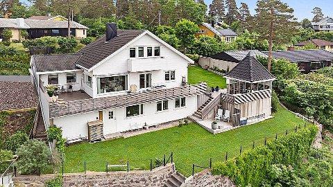 HØY PRISKLASSE: Denne eneboligen fra 1959 på Jeløy ble høyt priset for sin beliggenhet. Nå er den solgt.