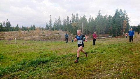 NAMDAL LK: Namdal LK stilte fire deltakere i KM i terrengløp. Her er Hannah Fossheim på tur mot mål i jenter 15 år.