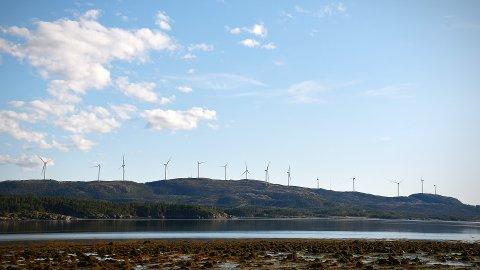 HUNDHAMMERFJELLET VINDKRAFTVERK: Siste vindmølle ble installert tidligere i høst.