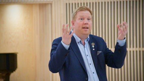 50 MILLIONER: Ordfører Amund Hellesø fikk mandag morgen presentert regnskap, årsberetning og årsmelding for 2020. Regnskapet viser solid pluss.