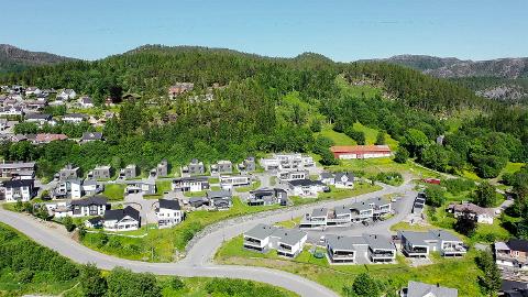 ØVERST I HØKNESLIA: De sju eneboligtomtene som nå er lagt ut for salg ligger øverst i Høkneslia, og både grunneier og Mester-Bygg som skal stå for salg og bygging mener boligene er skreddersydd for området.