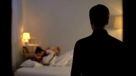 «CUCKOLD» er et begrep som beskriver en festisj eller en seksuell fantasi hvor den ene i forholdet – som oftest mannen – ser på at partneren har sex med en annen.