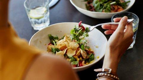 Personer som kun spiser plantebasert har større risiko for benbrudd, ifølge forskning.