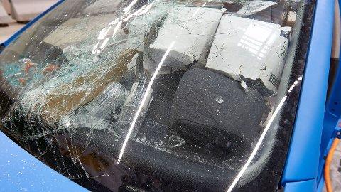Slik gikk det da ADAC og NAF testet hva som skjer hvis du kolliderer med usikret last i bilen. Foto: NAF.