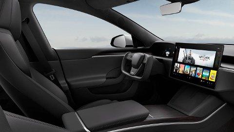 NYTT RATT: I USA kalles gjerne denne typen ratt for Yoke. Men det er ingen spøk. Tesla har allerede begynt å levere ut biler til kunder, med «pilot-rattet» som fikk så mye oppmerksomhet da bilen ble avduket tidligere i 2021.