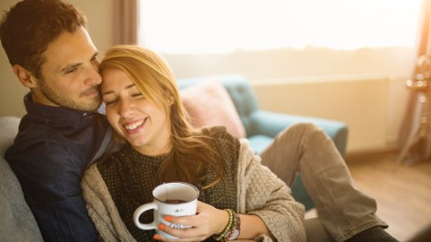 PÅKOBLET: Det at man opplever at partneren er «koblet på» sine følelser er et nøkkelelement for at man skal ha det bra i parforholdet, mener forskere.