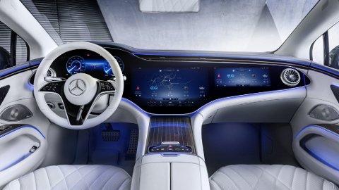 Mercedes har akkurat sluppet de første offisielle interiørbildene av kommende EQS: Her snakker vi skjerm i særklasse!